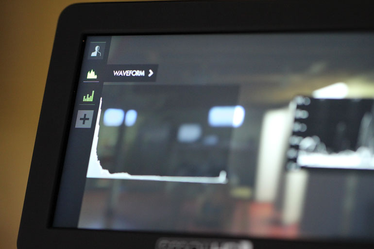 smallhd-external-monitor-waveform-exposure-histogram-lut