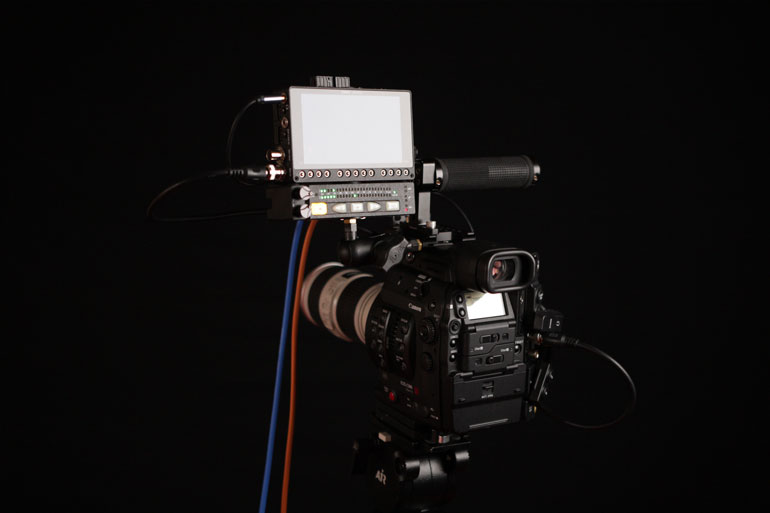 external-monitor-cinema-dslr-camera-canon-c300