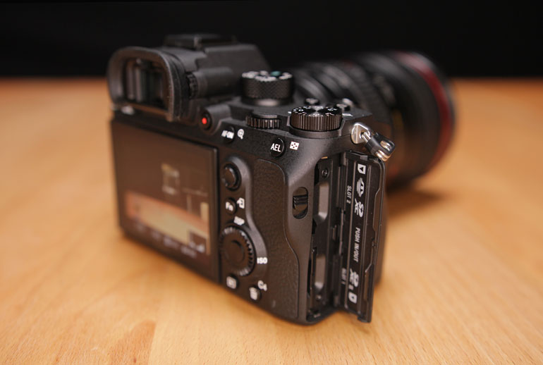 sony-a9-dual-card-slots-sdxc-sd-media