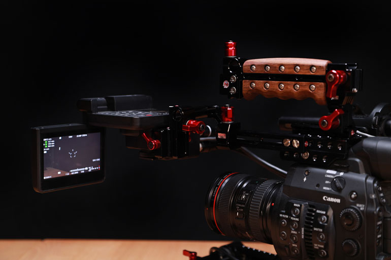 canon-c300-zacuto-mounting-kit-lcd-screen-display