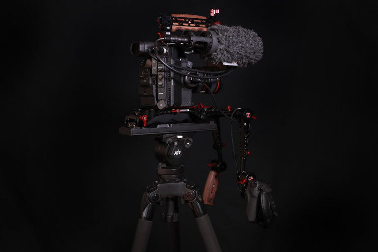 zacuto-recoil-shoulder-rig-vct-tripod-base-plate