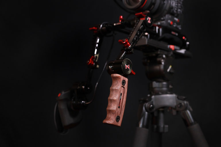 zacuto-wooden-handgrip-recoil-shoulder-rig