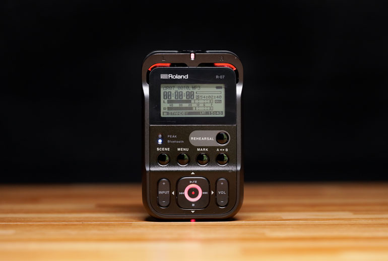 roland-r07-audio-recorder