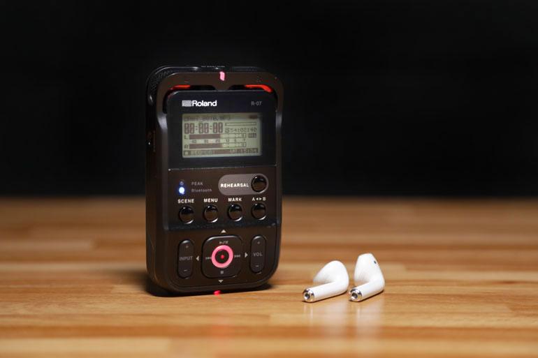 roland-r07-bluetooth-wireless-headphones