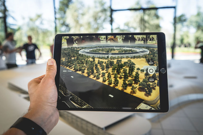apple-ipad-vs-e-ink-ereader-tablet